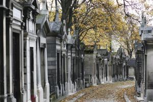 Inaugurado em 1804, o P�re Lachaise tem mais de 70 mil sepulturas e muitas delas de famosos das m...