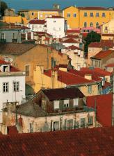 Alfama, bairro hist�rico de Lisboa, � reconhecida internacionalmente pelos seus restaurantes e ba...