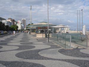 O famoso cal�ad�o de Copacabana.