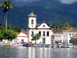 A Igreja de Santa Rita � a mais antiga de Paraty e � a sede do Museu de Arte Sacra