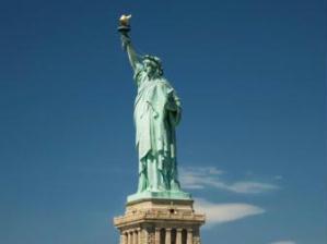 A Est�tua da Liberdade, em Nova Iorque, � um dos cart�es-postais mais famosos do mundo.