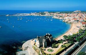 Ba�a de Cascais: belas praias perto de Lisboa